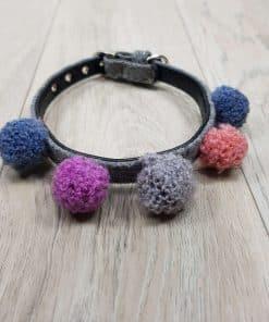 ALT collar para perros pequeños con pompones de colores